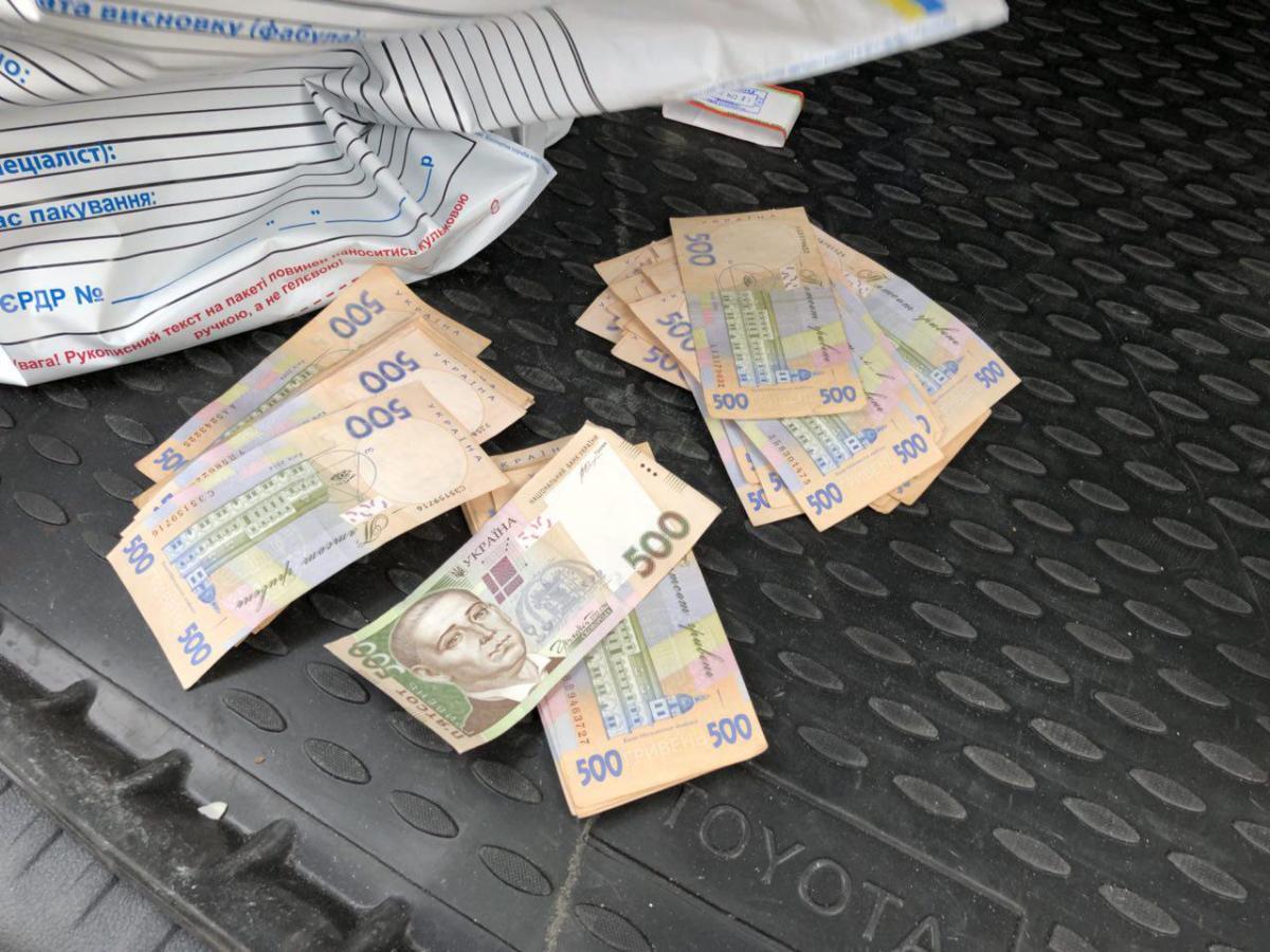 Посадовця «Кіровоградгазу» затримали на хабарі в два мільйони гривень (ФОТО)